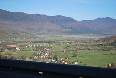 Per kalnus