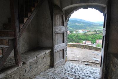 Isejimas ant miesto sienu